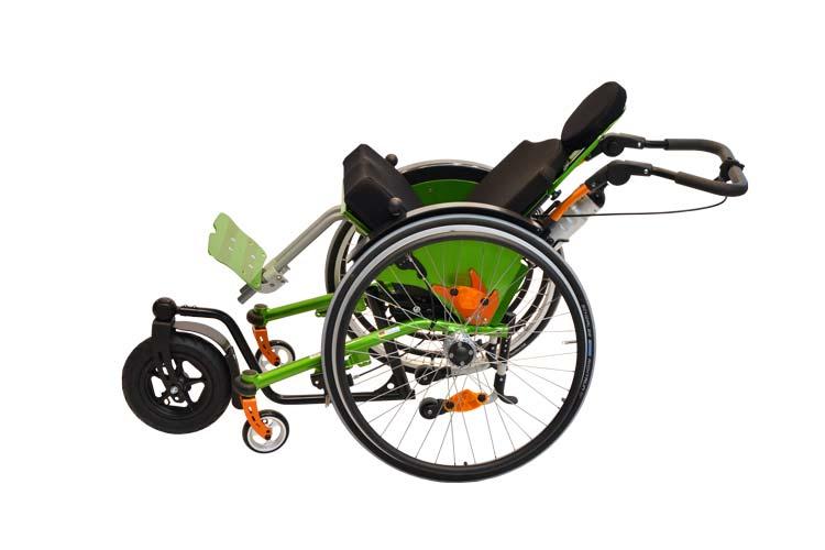 gekantelter Rollstuhl für Kinder Mio Move mit Lenk- und Schiebehilfe