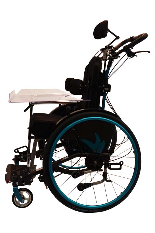Kinderkantelrollstuhl Mio Move mit Schiebebügel, Therapietisch und Kopfstütze schwarz blau