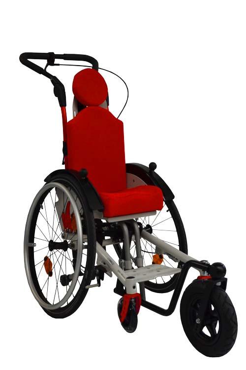 Kinderrollstuhl Mio Move zum kanteln mit Lenk- und Schiebehilfe