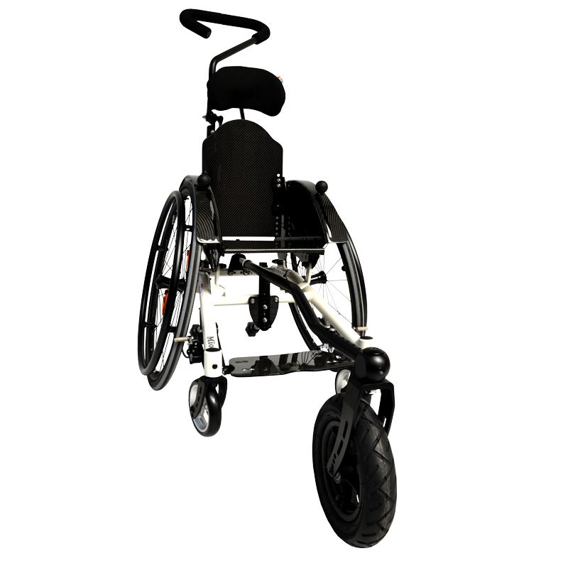 Leichtgewichtsrollstuhl mit Lenk-und Schiebehilfe